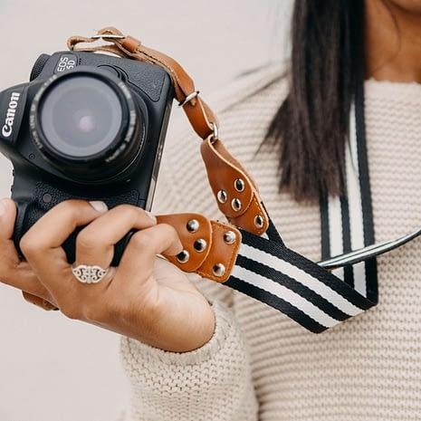 stripe-messenger-camera-strap-137866_1600x